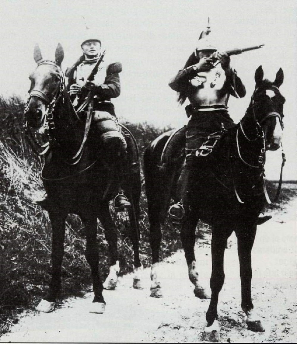 Click image for larger version.  Name:Cuirassiers%20et%20Car90.jpg Views:5 Size:191.2 KB ID:972827