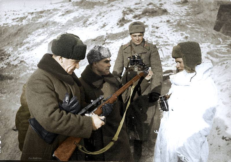 Click image for larger version.  Name:General Vassili Chuikov & Gurov meet with Vassili Zaitsev (Far Right) - Stalingrad.jpg Views:14 Size:79.2 KB ID:3648993