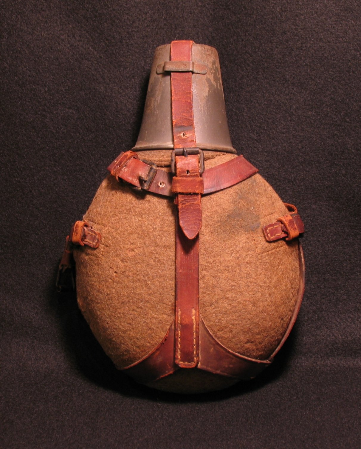 Click image for larger version.  Name:German WWI Issue Medical Water Bottle 01R.jpg Views:9 Size:305.1 KB ID:780646