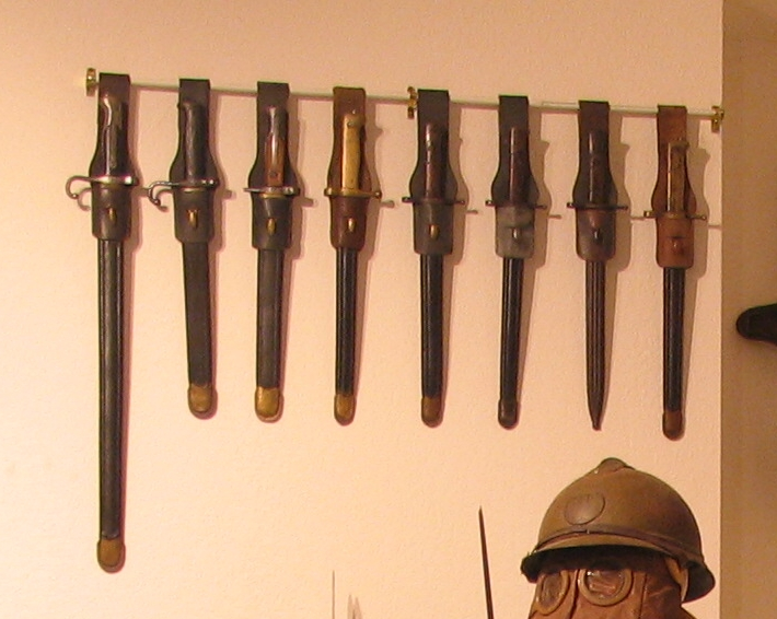 Italian Bayonet Display 01.jpg