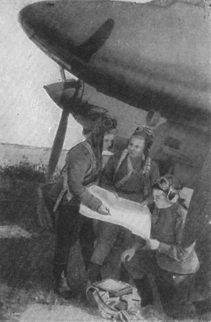Click image for larger version.  Name:test 131 70 00 587 01 Clara Dubkova Navigator, Pilot Katja Fedotow und Kanonier-Funker Tonya Kho.jpg Views:3 Size:21.4 KB ID:383583