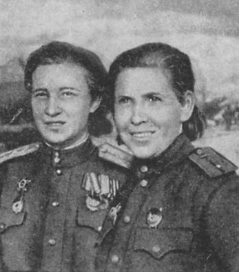 Click image for larger version.  Name:test 131 70 00 587 Tonya Skoblikova (rechts), Kommandantin,  Navigator Zina Stepanowa.jpg Views:2 Size:21.2 KB ID:383660