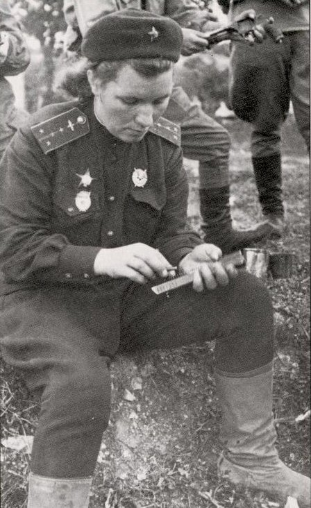 Click image for larger version.  Name:test 131 70 00 588 Serafima Amosova cleaning her pistol.jpg Views:3 Size:93.4 KB ID:383769