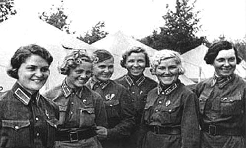 Click image for larger version.  Name:test 131 70 01 Soviet female pilots 01.jpg Views:9 Size:54.6 KB ID:383489