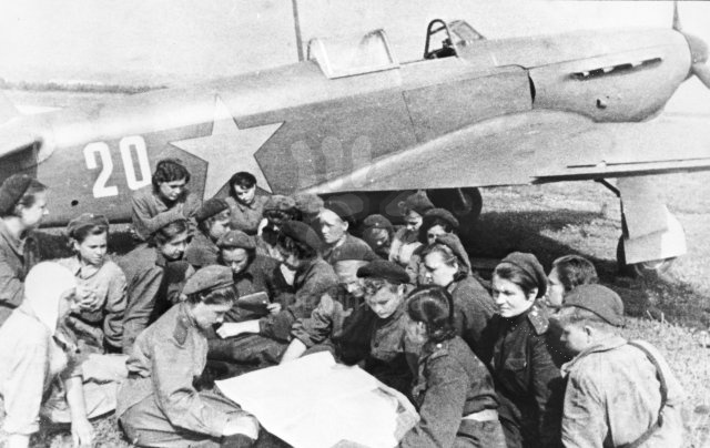 Click image for larger version.  Name:test 131 70 01 Squadron meeting at the 586th Fighter Air Regiment.jpg Views:8 Size:94.8 KB ID:383490