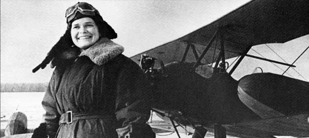 Click image for larger version.  Name:test 131 70 06 01 Katya krasnokutskaia devant son avion de secours.jpg Views:5 Size:21.2 KB ID:383776