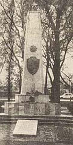 Click image for larger version.  Name:test 131 92 00 01 Monument Julia Pashkova  Pauline Makagon Lydia Svistunova 01.jpg Views:2 Size:45.4 KB ID:384762