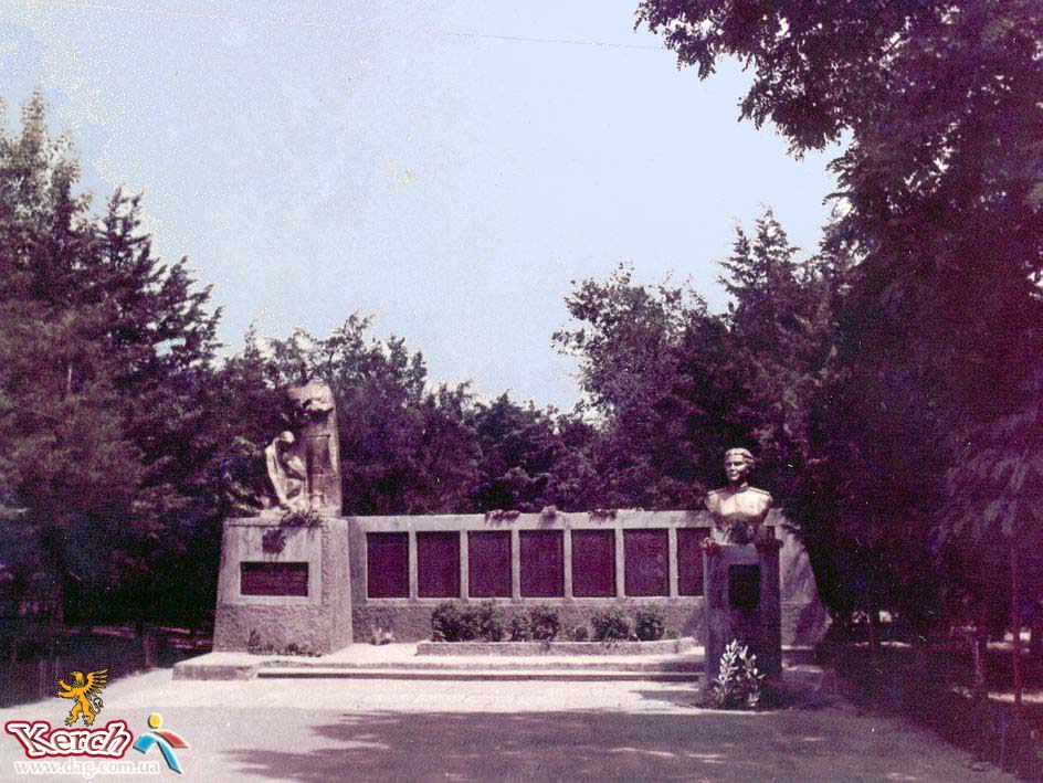 Click image for larger version.  Name:test 131 92 02 Monument to Vera Belik in Kerch 01.jpg Views:2 Size:144.6 KB ID:384771