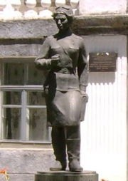 Click image for larger version.  Name:test 131 92 02 Monument to Vera Belik in Kerch in front of her school 02.jpg Views:2 Size:13.5 KB ID:384766