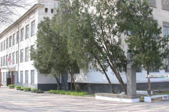 Click image for larger version.  Name:test 131 92 16 Monument Yevgeniya Rudneva in Kerch 02.jpg Views:2 Size:93.1 KB ID:384779