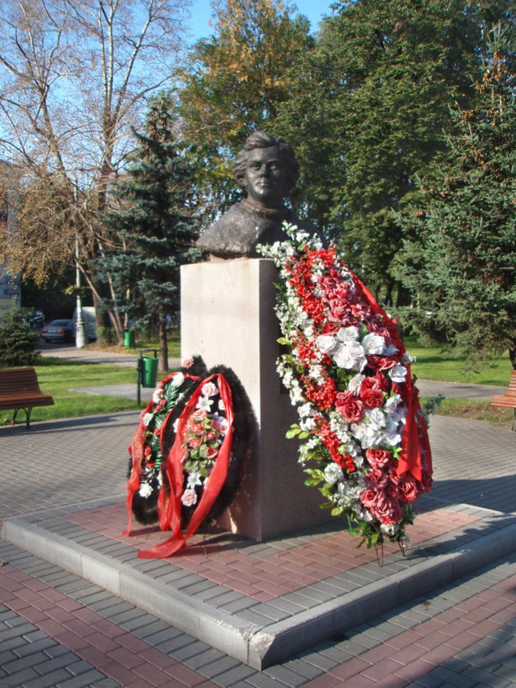Click image for larger version.  Name:test 131 92 16 Monument Yevgeniya Rudneva in Moscow.jpg Views:2 Size:210.4 KB ID:384775