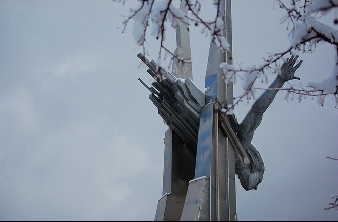 Click image for larger version.  Name:test 131 92 18 Monument to Olga Sanfirova Aerodromnaya Street - Samara 01.jpg Views:2 Size:202.8 KB ID:384772