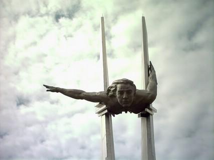 Click image for larger version.  Name:test 131 92 18 Monument to Olga Sanfirova Aerodromnaya Street - Samara 02.jpg Views:2 Size:22.2 KB ID:384773