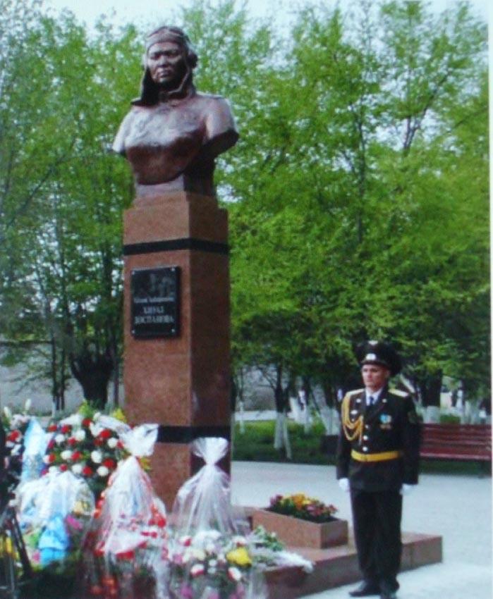Click image for larger version.  Name:test 131 92 25 Monument Hiuaz Dospanova.jpg Views:2 Size:123.4 KB ID:384781