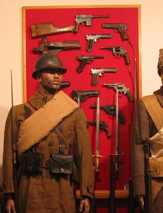 Click image for larger version.  Name:WWI Pistol & Revolver Display.jpg Views:18 Size:235.3 KB ID:668871